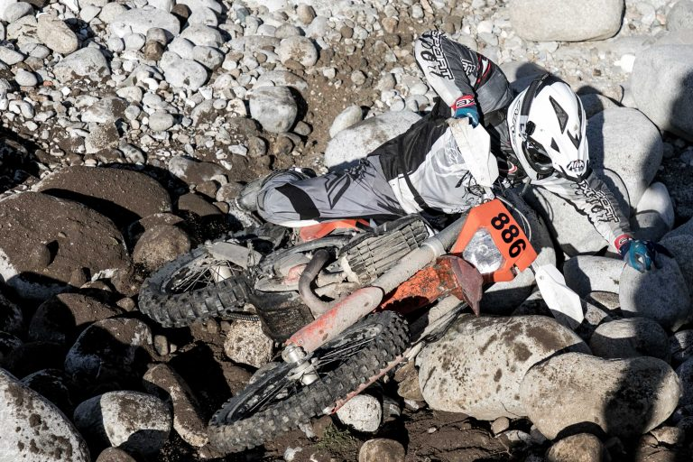 enduro rider crash on the rocks